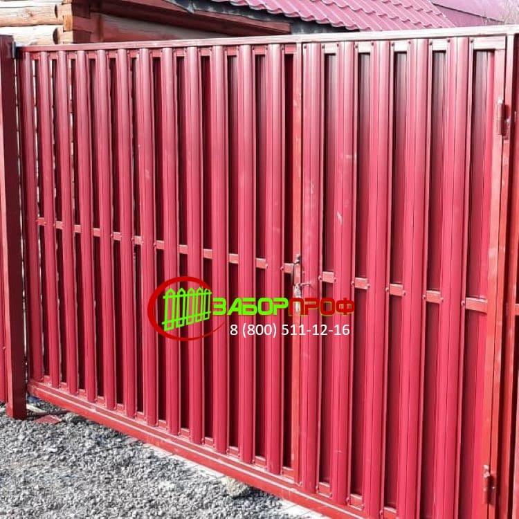 Забор из М-образного евроштакетника под заказ с откатными воротами
