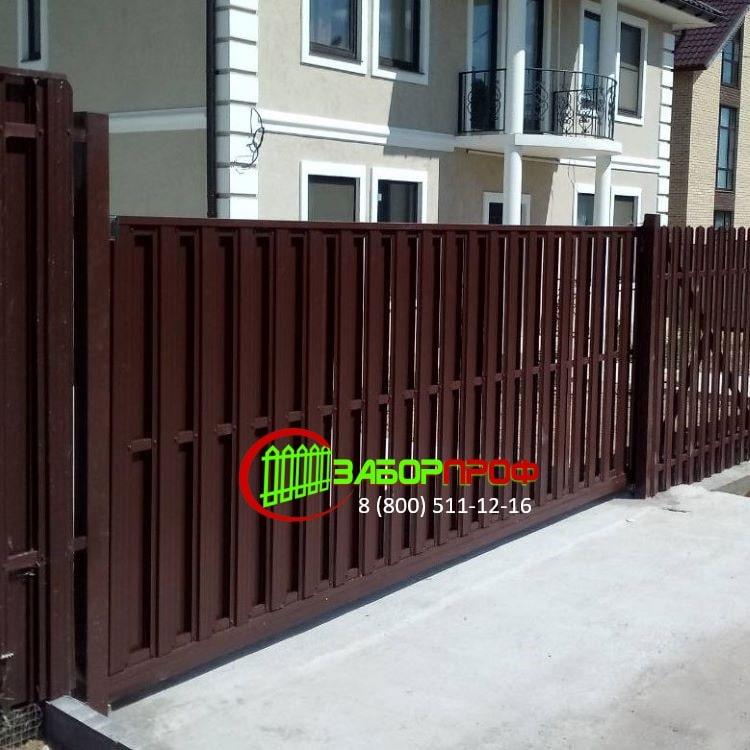 Забор и откатные ворота из евроштакетника по низкой цене
