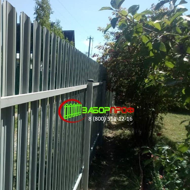 Недорого забор из евроштакетника М-образной формы в Москве