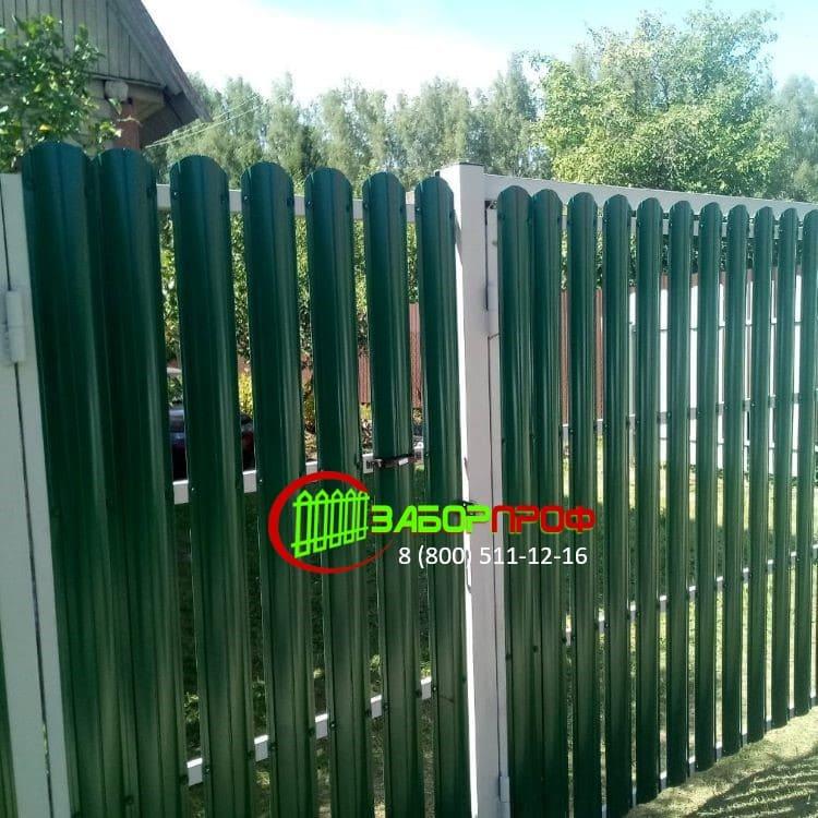 Недорогой забор из П-образного евроштакетника в Москве