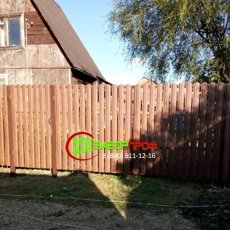 Заказать забор из евроштакетника с имитацией дерева под ключ
