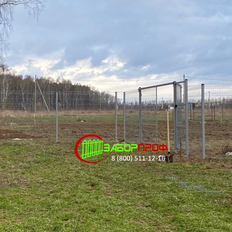 Оцинкованный 3Д забор с калиткой