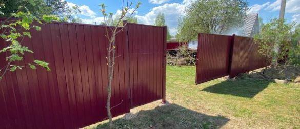 Откатные ворота на бетонной тумбе с установкой