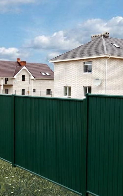 Забор из профнастила между столбов
