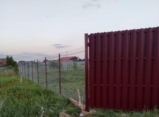 Строительство забора из сетки рабицы в Москве